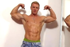 Hot bodybuilder Steven shows his uncut dick